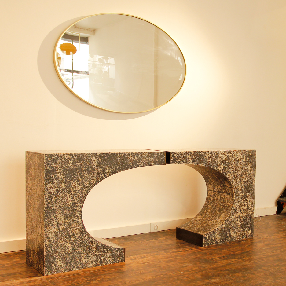 Anvil console table cast in black and white scagliola and can be arranged in two ways. With patinated brass edging.